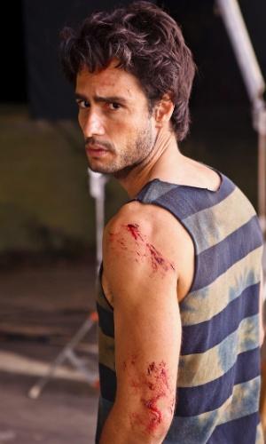 Rodrigo Santoro (Carioca) acaba preso ao lado da delegada Mirtes (Sônia Braga) (março/2012)