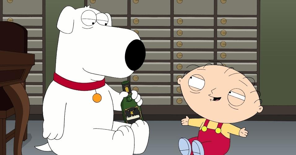"""Brian e Stewie ficam bêbados dentro de cofre de banco na nova temporada de """"Family Guy"""" (29/3/2012)"""
