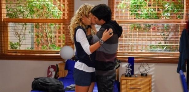 """Quem seriam os protagonistas de """"Rebelde"""" que estão se recusando a fazer cenas de beijo?"""