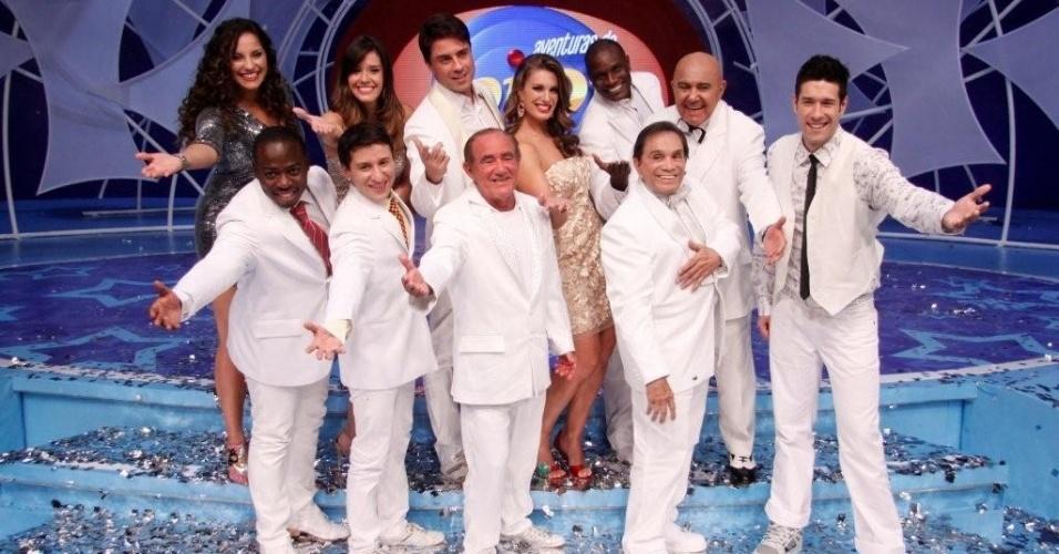 """Elenco de """"As Aventuras do Didi"""", encabeçado pelo humorista Renato Aragão, posa após gravar programa no Projac (29/3/12)"""