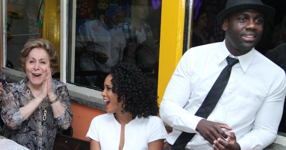 """Aracy Balabanian, Taís Araújo e Sérgio Menezes conversam durante evento para imprensa da nova novela das 19h, """"Cheias de Charme"""" (30/3/2012)"""