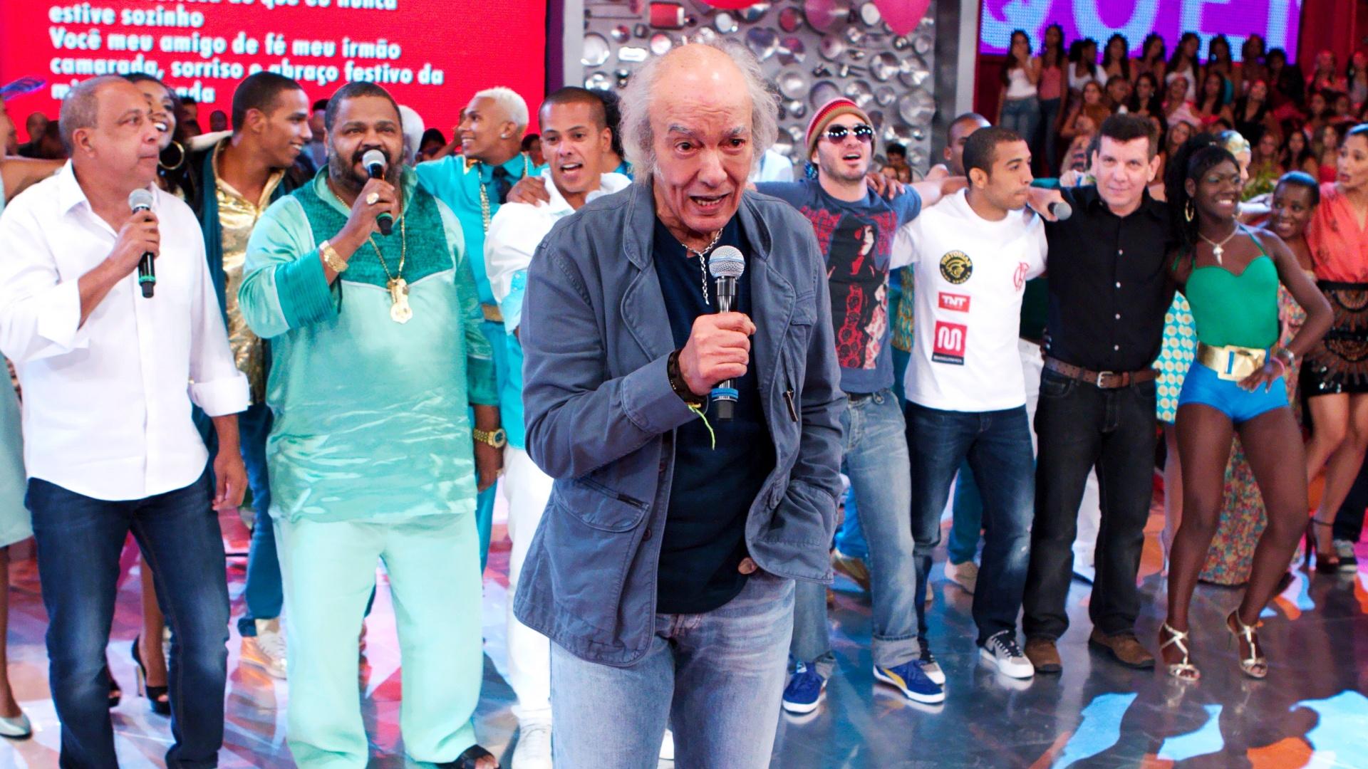 Erasmo Carlos canta no