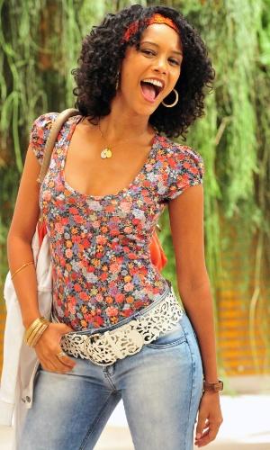 Maria da Penha (Tais Araújo), é do tipo de mulher que carrega o mundo nas costas e engole alguns desaforos da patroa Chayene (Cláudia Abreu) (2012)