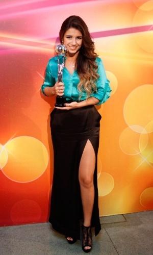 Paula Fernandes comemora o prêmio na categoria cantora do Melhores do Faustão. (31/3/2012)