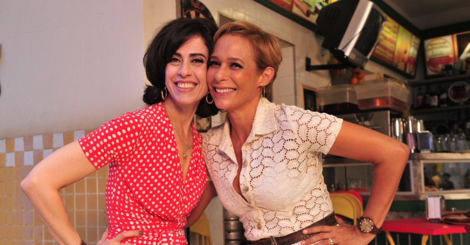 """Da esquerda para a direita, Fernanda Torres e Andréa Beltrão durante gravação de """"Tapas e Beijos"""" (3/4/12)"""