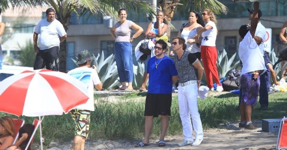"""Murilo Benício (Tufão) e Marcelo Novaes (Max) gravam cenas de """"Avenida Brasil"""" na praia do Recreio, no Rio de Janeiro. Vítima de uma armadilha, Tufão se apaixona por Carminha e se casa com a viúva, enquanto ela continua vendo o amante, Max (2/4/12)"""
