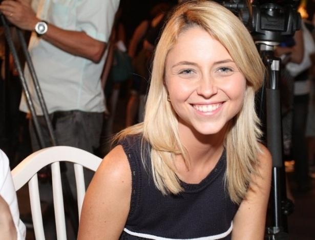 """Luiza Curvo na coletiva de imprensa de """"Máscaras"""", no RecNov, zona oeste do Rio (3/4/2012)"""
