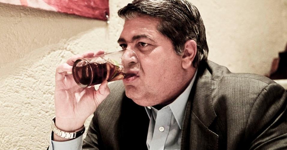 """O apresentador José Luiz Datena contou, em entrevista exclusiva para o UOL, em um bar em São Paulo, sobre o novo programa """"Quem Fica em Pé?"""" e nova fase de sua vida pessoal (4/4/12)"""