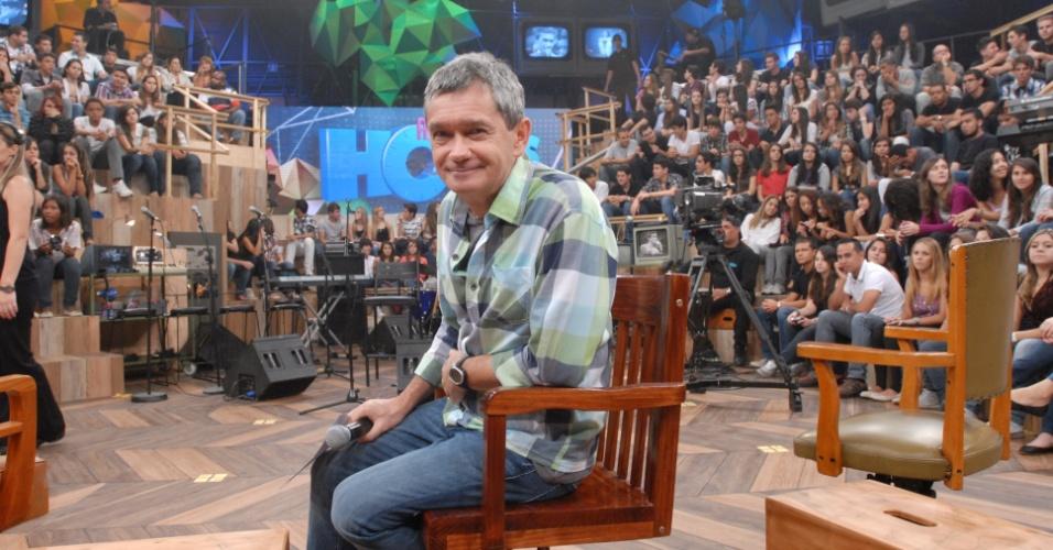 """O apresentador Serginho Groisman no novo cenário do """"Altas Horas"""" (4/4/12)"""