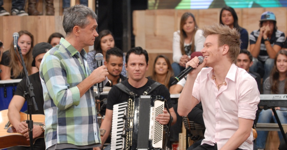 Serginho Groisman entrevista o cantor Michel Teló (4/4/12)