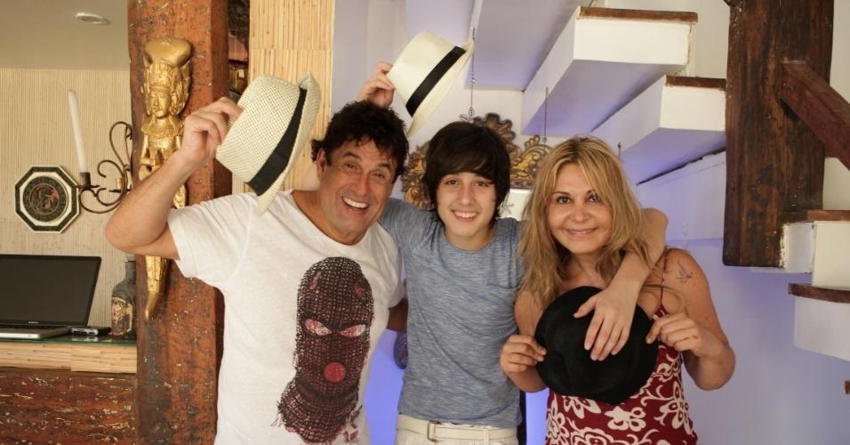 Sérgio Mallandro com o filho mais novo, Edgard, e a ex-mulher Mary Mallandro
