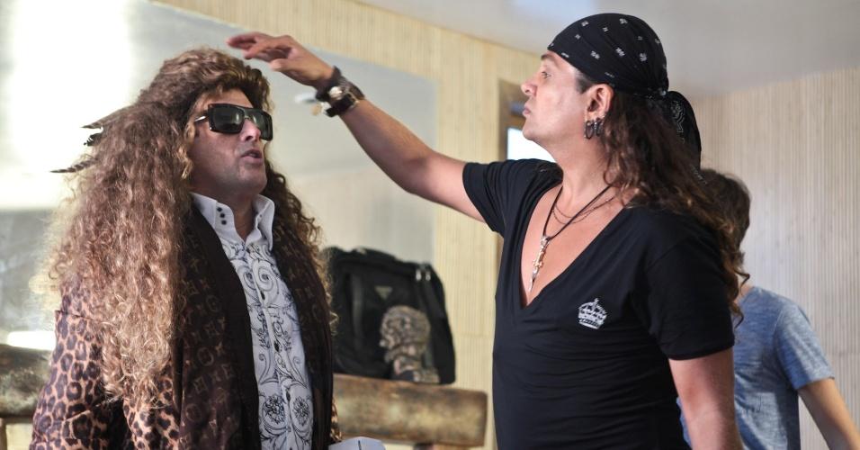 """Sérgio Mallandro se veste de mulher para uma aposta em cena exibida no reality """"Vida de Mallandro"""""""