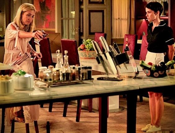 """Em """"Avenida Brasil"""", Carminha faz Nina limpar o chão da cozinha; saiba como será a cena (10/4/12)"""
