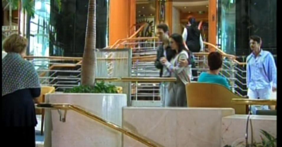 Maria, Otávio,Olívia e Dr. Décio vão embora para a fazenda da família