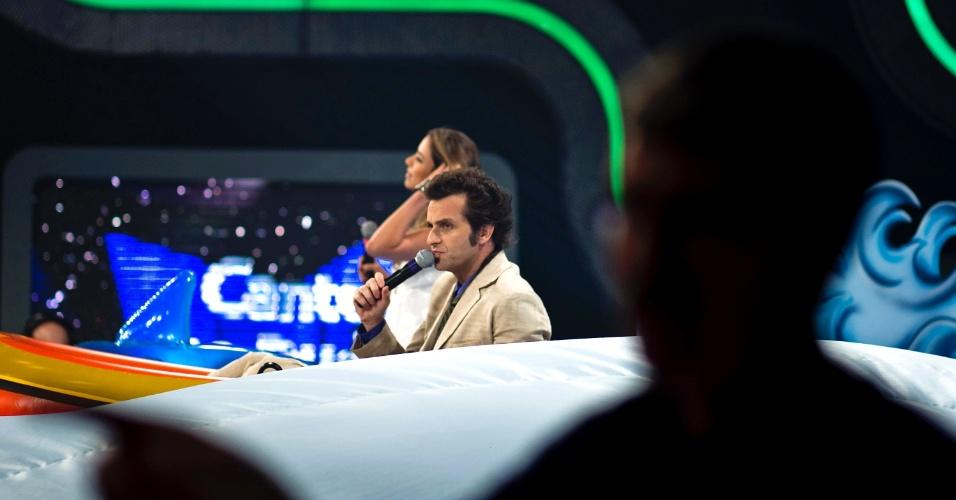 Patrícia Abravanel e Márcio Balla se divertem durante a gravação do