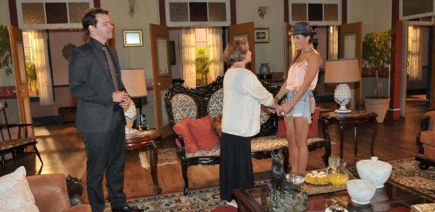 """Em cena de """"Máscaras"""", Olívia revela segredo a Manuela"""