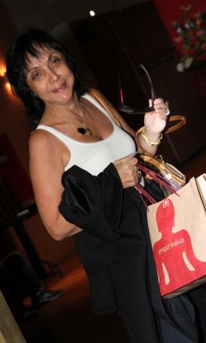 """Cininha di Paula  se reúne com o elenco de """"Aquele Beijo"""" para assistir ao último capítulo da novela, no Rio (13/4/2012)"""