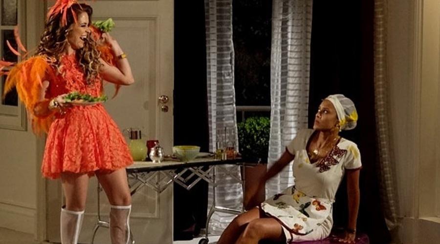 """Penha (Taís Araújo) queima o vestido da patroa, Chayene (Cláudia Abreu). Em represália, Chayene joga uma sopa de cenoura em Penha. """"Cenoura, Carboidrato. Tá querendo me ver gorda, sua jumenta? Tire essa gororoba da minha frente"""", explode Chayene, Furiosa, a empregada jura virar o jogo. """"Isso não vai ficar assim, ou eu não me chamo Maria da Penha"""", promete. Esta cena vai ao ar na segunda-feira (16/4/12)"""