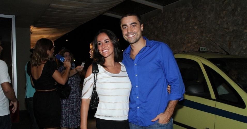 """Ricardo Pereira e a esposa, Francisca Pinto,  se reúnem com o elenco de """"Aquele Beijo"""" para assistirem ao último capítulo da novela, no Rio (13/4/2012)"""