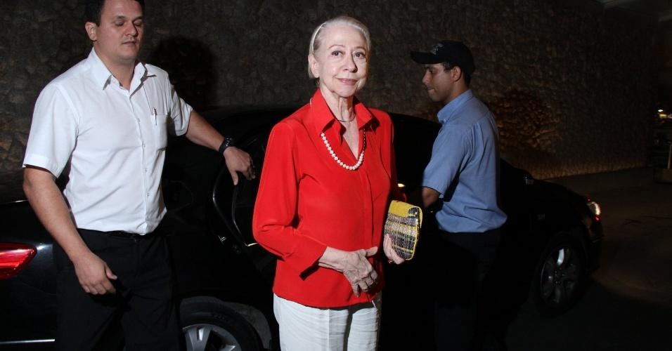 "Fernanda Montenegro prestigia o primeiro capítulo da novela ""Cheias de Charme"" na zona sul do Rio (16/4/2012)"