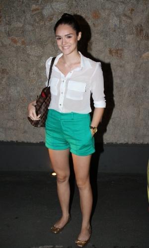 """Isabelle Drummond prestigia o primeiro capítulo da novela """"Cheias de Charme"""" na zona sul do Rio (16/4/2012)"""