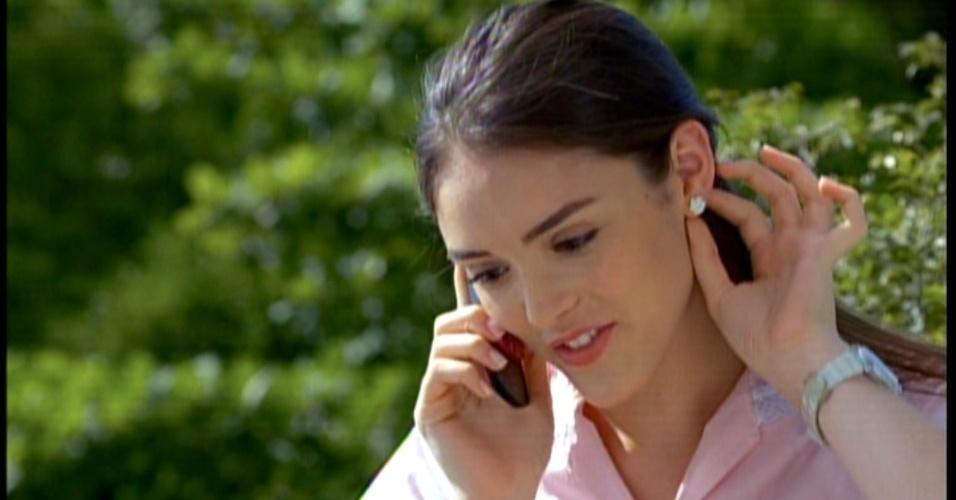 Maria Aparecida é convidada para assistir a apresentação de seu namorado, mas diz que tem noivado de sua patroa
