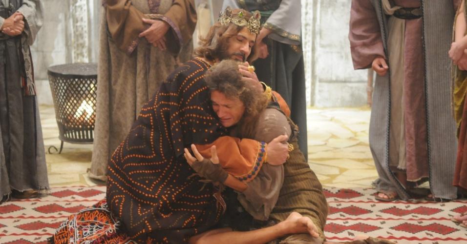 Tirsa e Mefibosete se emocionam com a bondade de Davi