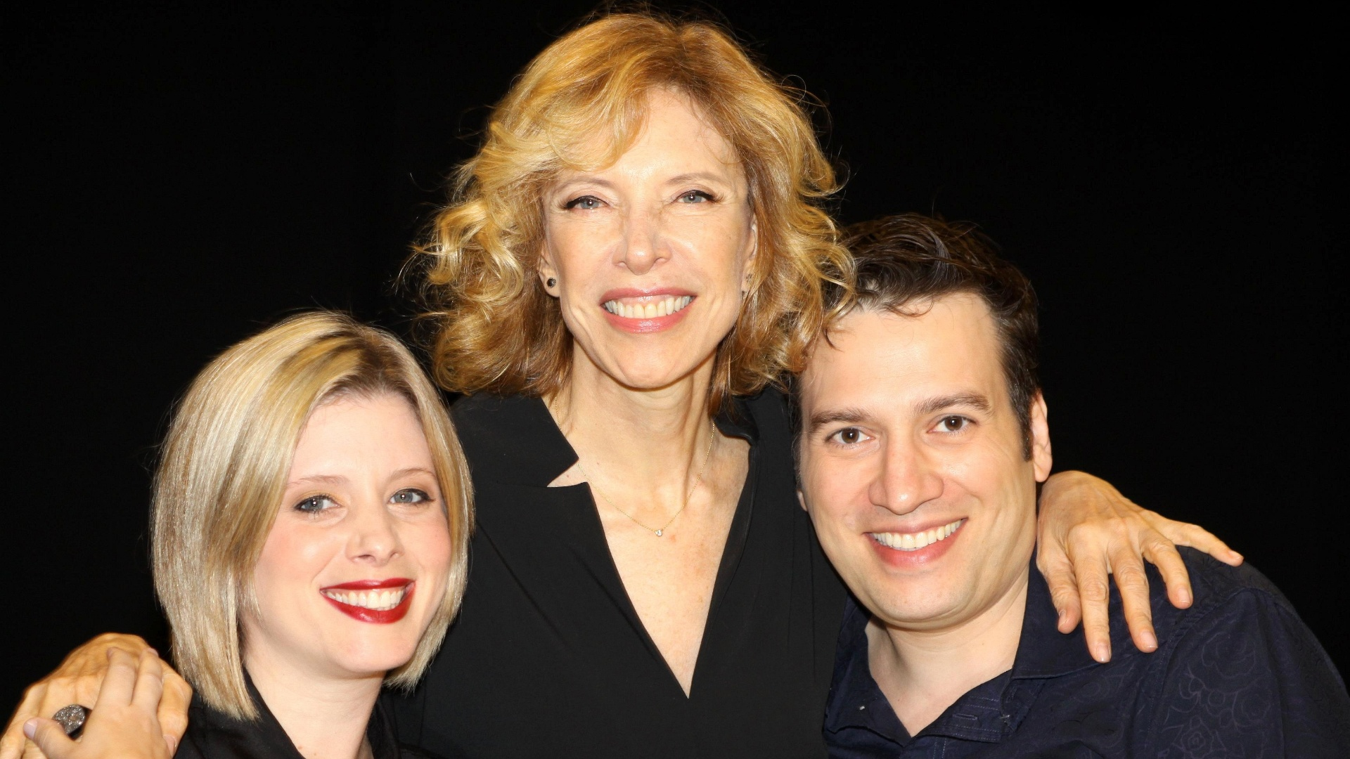 Da esquerda para a direita, Daniele Valente, Marília Gabriela e Christiano Cochrane durante gravação do