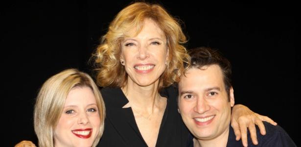 Christiano Cochrane com a mulher, Daniele Valente, e a mãe, Marília Gabriela (18/4/12)