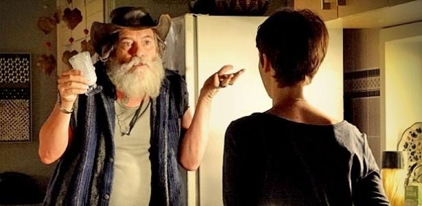 """Em """"Avenida Brasil"""", Nilo invade o apartamento de Nina e revela que Carminha já foi presa (18/4/12)"""