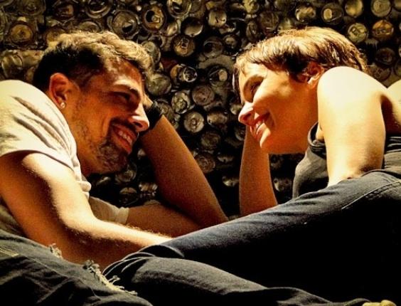 Jorginho e Nina têm a primeira noite de amor no lixão (17/4/12)