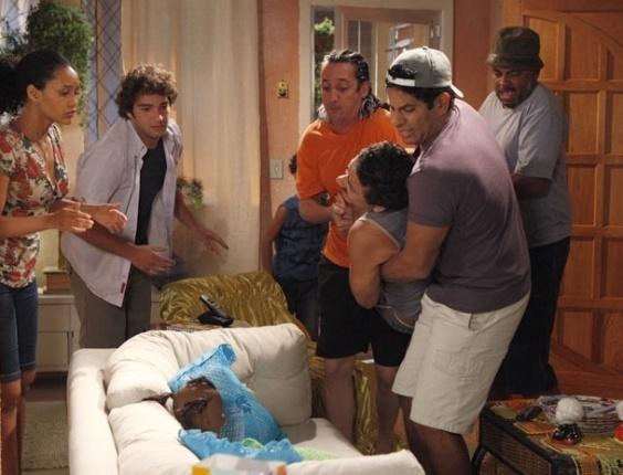 """Em """"Cheias de Charme"""", Penha aceita Sandro de volta (18/4/12)"""