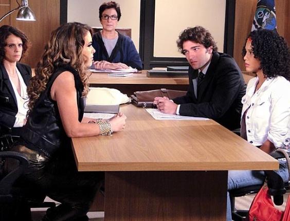 """Em """"Cheias de Charme"""", Penha e Chayene não entram em acordo (18/4/12)"""