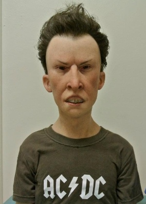 """O artista Kevin Kirkpatrick, que trabalha com efeitos visuais em Hollywood, na Califórnia, cria bonecos de """"Beavis and Butthead"""" (18/4/12)"""