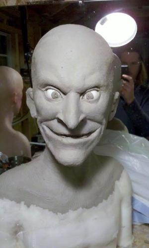 """O artista Kevin Kirkpatrick, que trouxe Beavis e Butt-Head para a """"vida real"""", fotografa as primeiras fases da criação dos bonecos"""