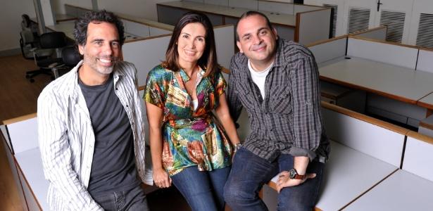 Fátima Bernardes em sua nova sala no Projac, com os diretores Maurício Farias e Fabrício Mamberti (19/4/2012)