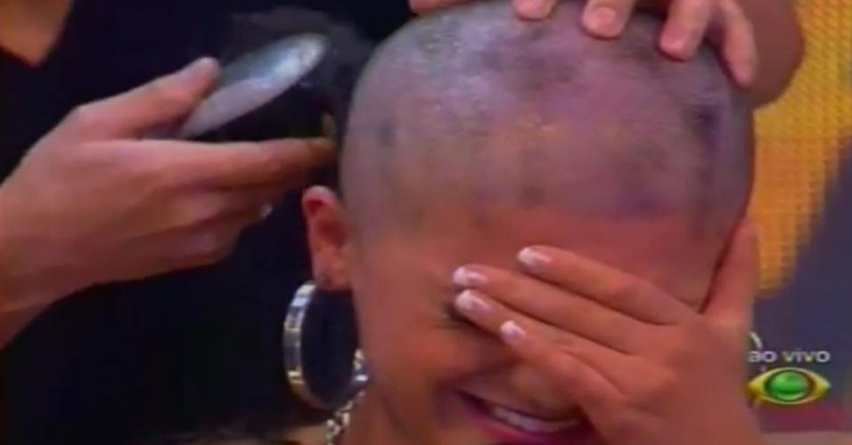 """Babi chora ao raspar a cabeça ao vivo no """"Pânico na Band"""" (22/4/12)"""