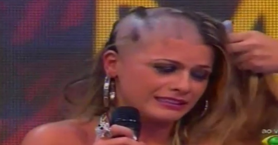 "Babi raspa a cabeça ao vivo no ""Pânico na Band"" (22/4/12)"