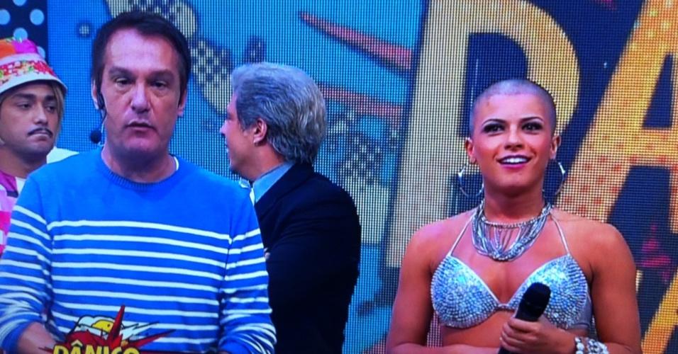 "Babi Rossi raspa a cabeça ao vivo no ""Pânico na Band"" (22/4/2012)"