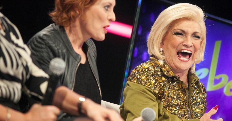 Hebe Camrago sorri ao lado de Cris Couto (23/4/12)
