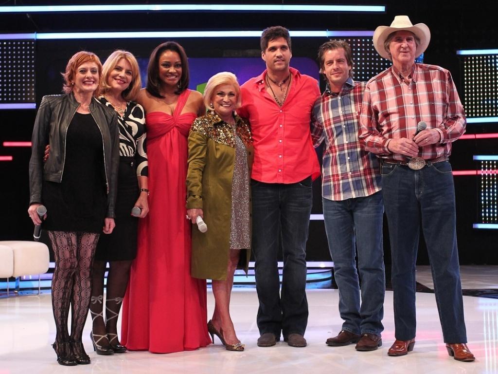 Sylvia Bandeira, Cris Couto, Joyce Ribeiro, Hebe Camargo, Léo, Victor e Sérgio Reis participaram da gravação do programa da apresentadora na Rede TV! (23/4/12)