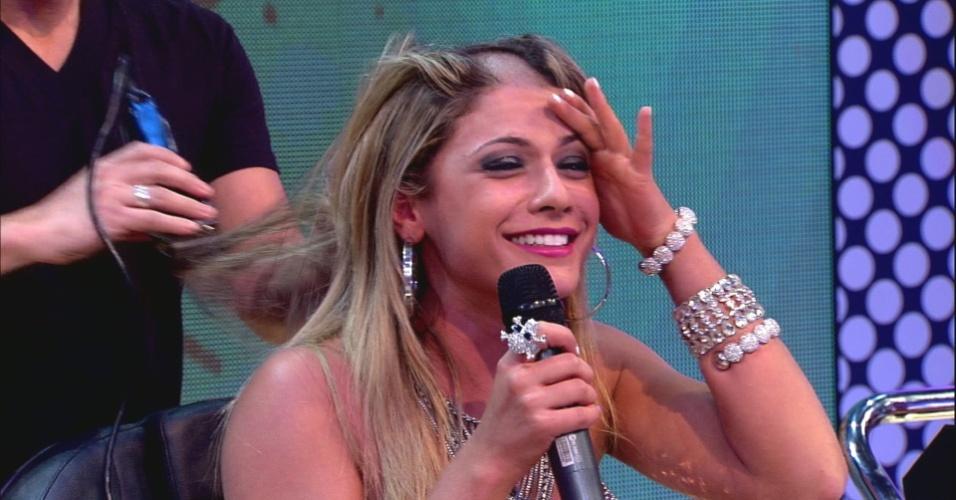 """Babi começa a raspar a cabeça ao vivo no """"Pânico na Band"""" (22/4/12)"""