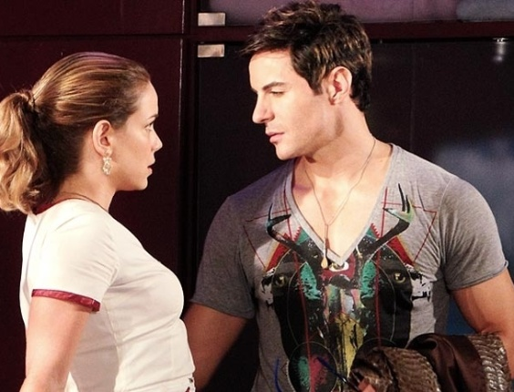 """Leandra Leal e Ricardo Tozzi em cena de """"Cheias de Charme"""" (26/4/2012)"""