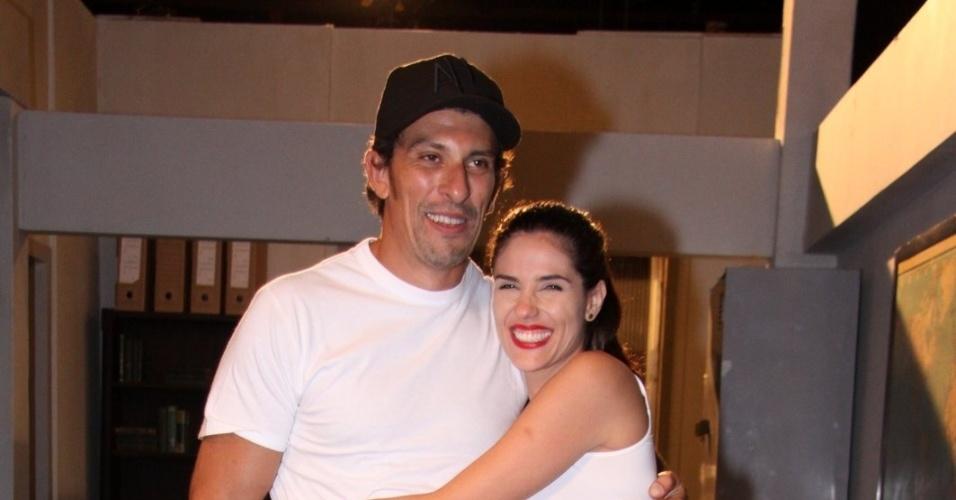 Milhem Cortaz e Rafaela Mandelli apresenta o seriado