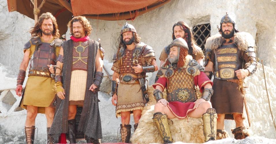 Saul (Gracindo Jr.) sente inveja de Davi (Leonardo Bricio), que está se tornando cada vez mais famoso