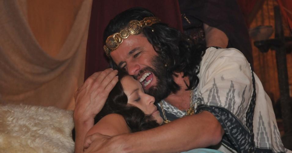 Selima (Bianca Castanho) morre logo após dar à luz Mefibosete, seu primeiro e único filho