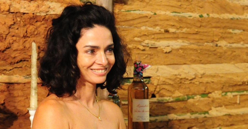 """Cláudia Ohana na coletiva de imprensa da novela """"Cordel Encantado""""  (28/3/11)"""