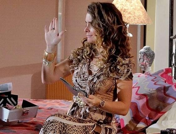 """Em """"Cheias de Charme"""", Chayene dá chilique ao saber que Rosário está próxima de Fabian (3/5/12)"""