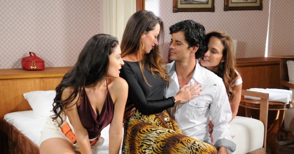 """Em """"Máscaras"""", Mário é seduzido pelas mulheres da távola"""