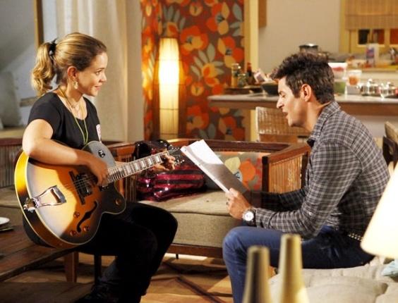 """Leandra Leal e Ricardo Tozzi em cena de """"Cheias de Charme"""" (4/5/2012)"""